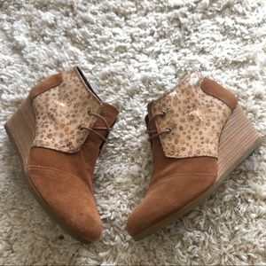 Women's Toms fall leaves Wedge suede boots 10